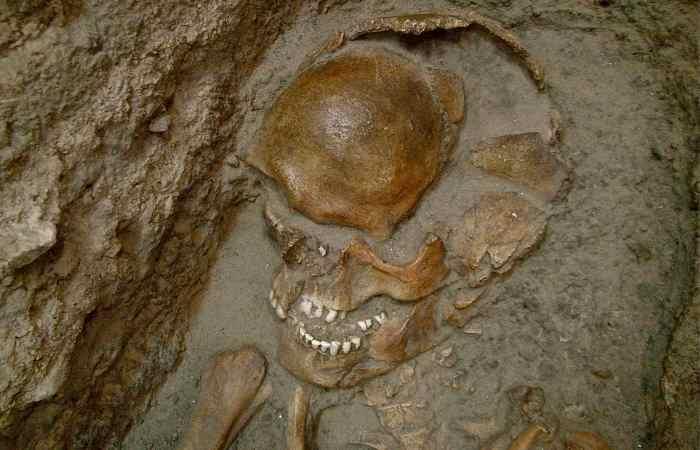 Scheletro-Grotta-del-Romito